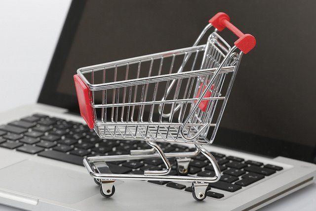 Photo symbolisant le shopping en ligne