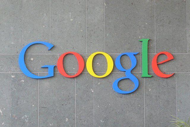 Photo du logo Google sur un mur