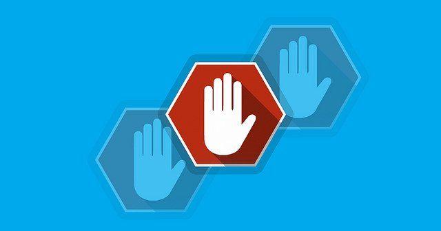 Main symbolisant un stop, logo d'un bloqueur de publicité