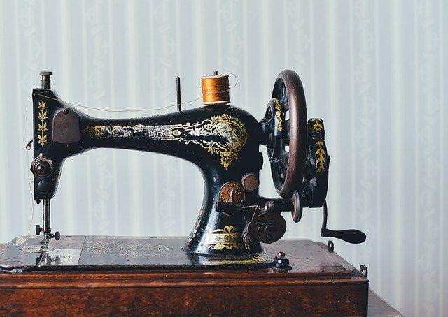 Machine de couture ancienne.