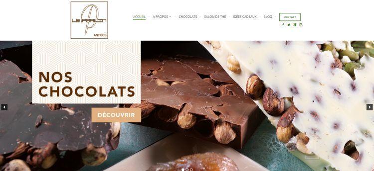 Accueil du site le-pralin.com avec une photo de chocolat.
