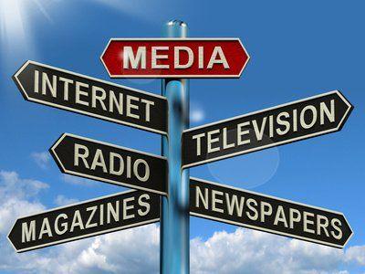 Panneaux de direction vers chacun des médias existant.
