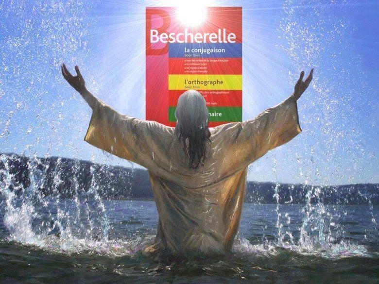 Jésus lève les bras devant le Bescherelle.
