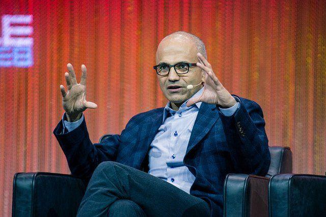 Satya Nadella, PDG de Microsoft, pendant une conférence