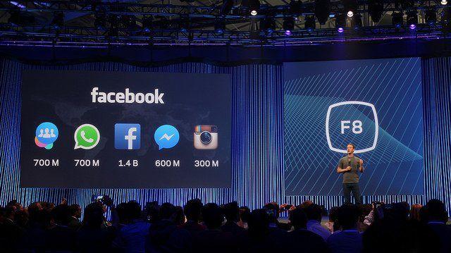 Mark Zuckerberg pendant une conférence sur Facebook