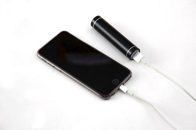 Un smartphone en charge.
