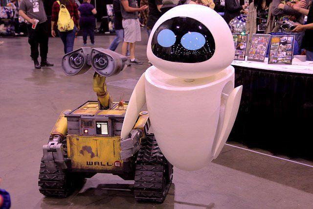 Les robots Wall-E et Eve.