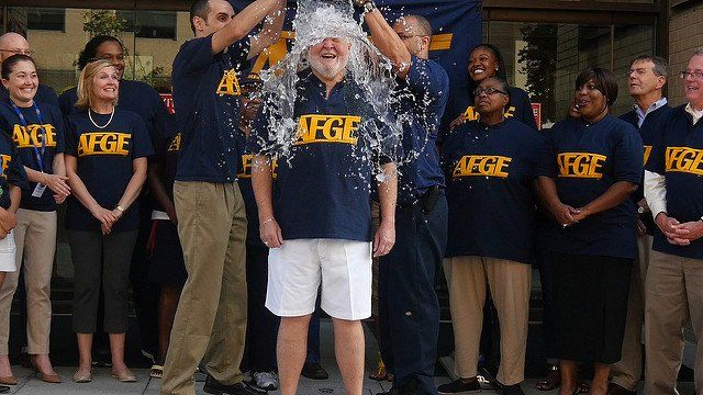 Défi Facebook Ice Bucket Challenge