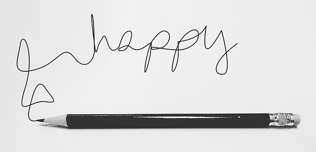 """Happy"" écrit au crayon"